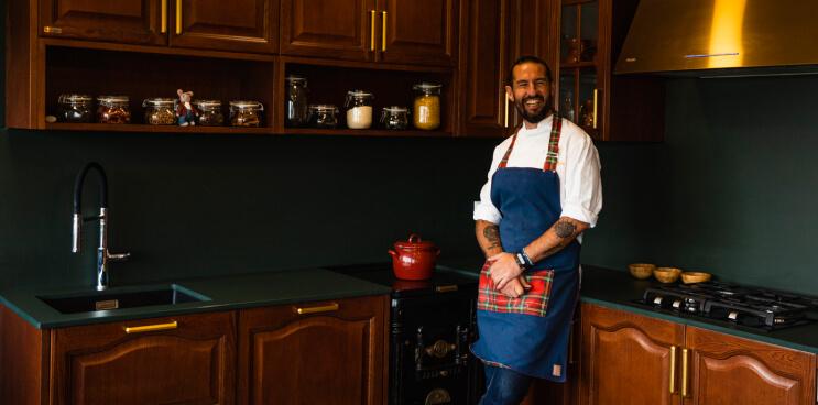 El chef Javier Peña nos muestra su cocina de antalia en Sibaritas Klub
