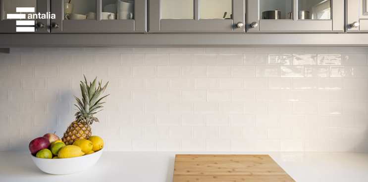 Cómo combinar azulejos brillo con los muebles de cocina