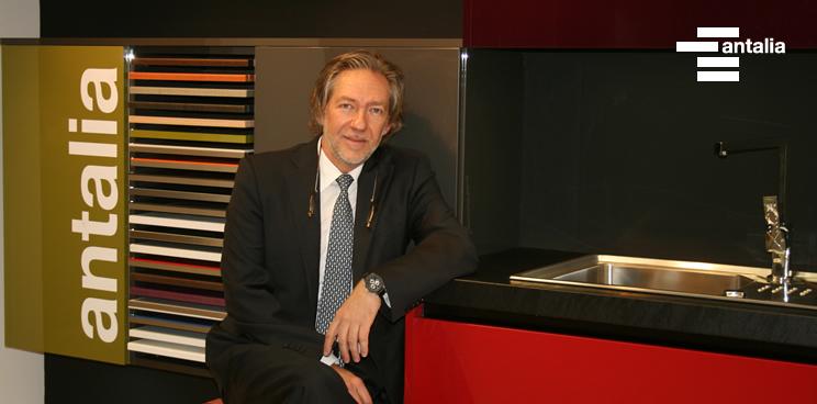 El director de antalia, nuevo presidente de AMC